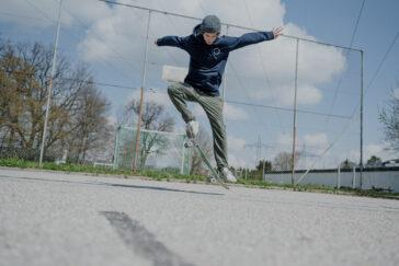 himmeblau-Blog-Moritz-Bacher-auf-Skateboard