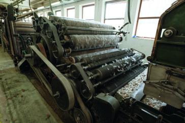 himmeblau-Blog-Schafwollspinnerei-Produktion-Kardiermaschine