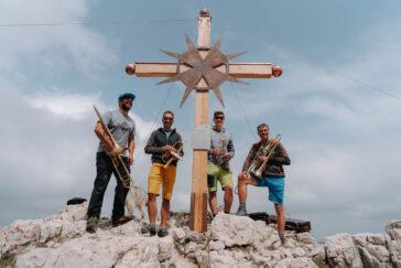 Die Feierlichkeiten rund um das neue Gipfelkreuz bekamen natürlich auch musikalische Untermalung.