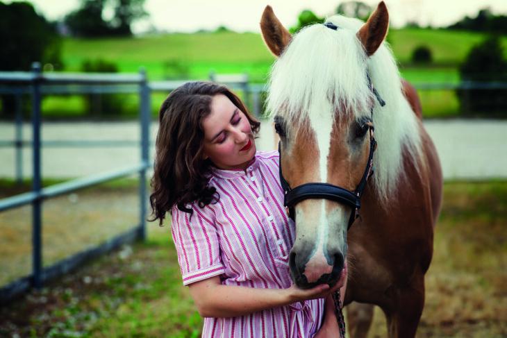 himmeblau-Blog-Veronika-Angerer-mit-Pferd
